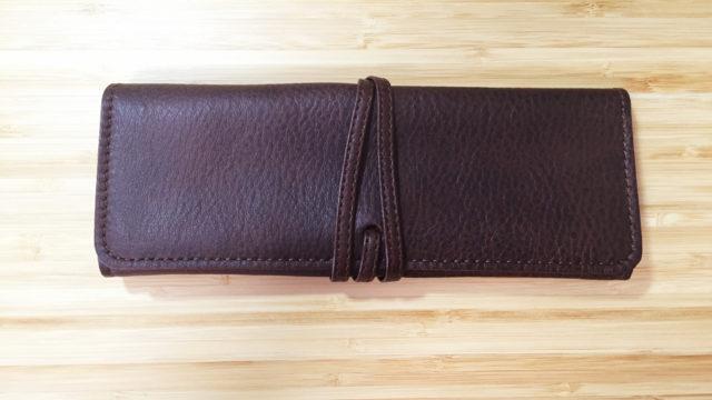 「革工房いんのしま」のレザーペンケースは高級感ある上品な作りなのに財布に優しい