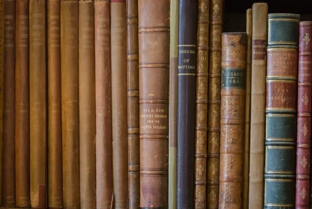 無料の学校図書館用蔵書管理システム「Win書庫V4」による図書データベース構築を思案する。
