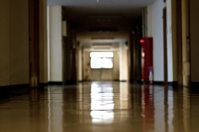 【ほぼ別世界】教職員の労働環境問題を語る前に知っておきたい「学校」世界の3つの要素。