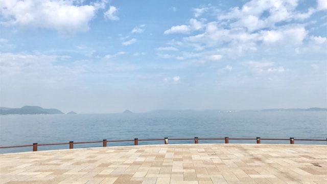 高松港から見る瀬戸内海と赤灯台「せとしるべ」の風景にうっとりする【香川の旅#2】