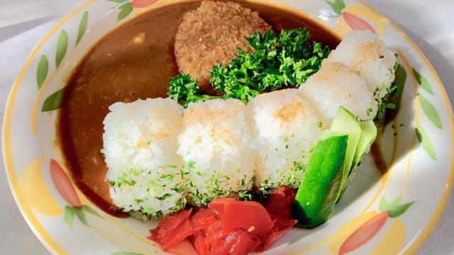 丹沢湖の三保ダムカレー食ったどー!はい、決壊〜(メンチカツから肉汁が流れる音)