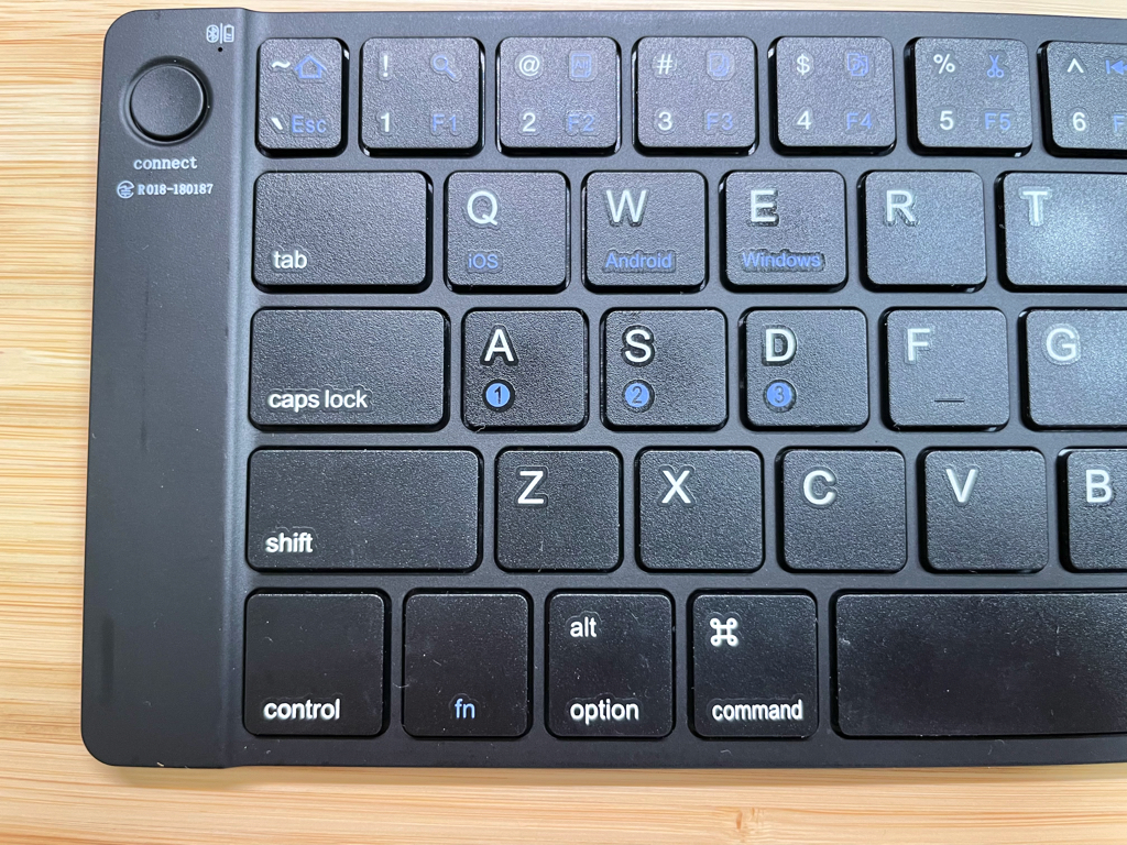 Ewin折りたたみ式Bluetoothキーボード